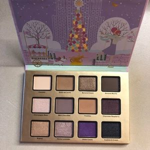 Too faced Christmas macaroon palette new